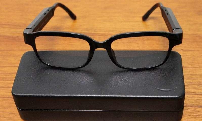 Les montures de lunettes Echo Frames, dotées de l'assistant numérique à commande vocale Alexa, sont photographiées au siège social d'Amazon à Sea