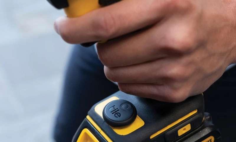 L'autocollant est un traqueur adhésif dans la gamme de carreaux