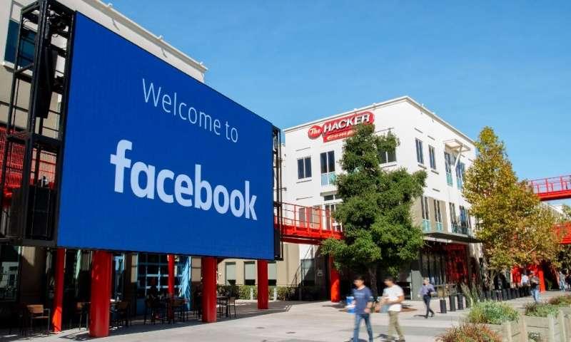 Facebook a déclaré qu'il garderait la publicité politique comme un moyen d'aider à promouvoir le débat, mais il examine actuellement ses options
