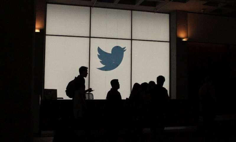 Twitter a déclaré qu'il interdirait la publicité politique, arguant que la micro-ciblage et la désinformation non contrôlée sont préjudiciables à la dém