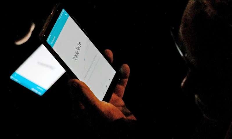 Malgré la surveillance numérique croissante, certains activistes peuvent utiliser les applications et les médias sociaux pour se mobiliser et organiser des manifestations.