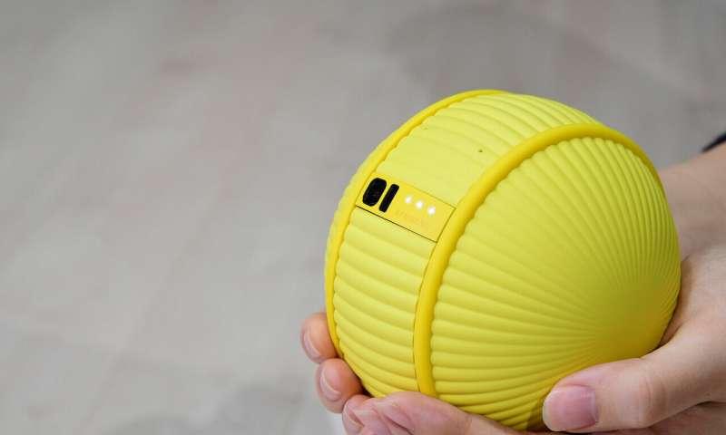 L'assistant à domicile de Samsung en forme de boule et roulé au CES