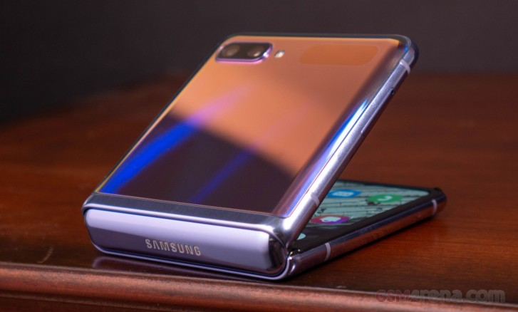 Samsung Galaxy Z Flip pour examen: un aperçu étendu de ses caractéristiques uniques