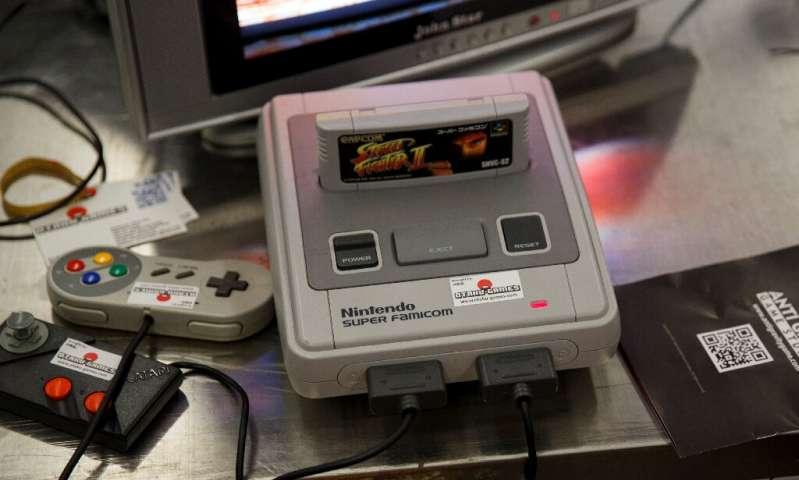 La console Super Nintendo a fait ses débuts au Japon en 1990 sous le nom de Super Famicom, et a été la plate-forme de franchises extrêmement populaires suc