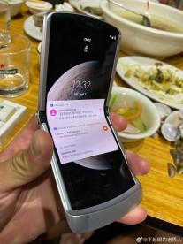 Motorola RAZR 5G dans la main
