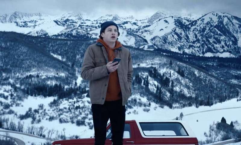 Téléphone flip: la nouvelle série Quibi `` Wireless '' donne du pouvoir au spectateur