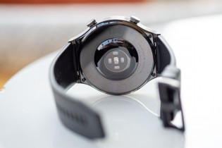 Huawei Watch GT2 Pro de l'avant et de l'arrière