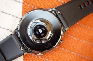 Le bracelet de la montre est de taille standard