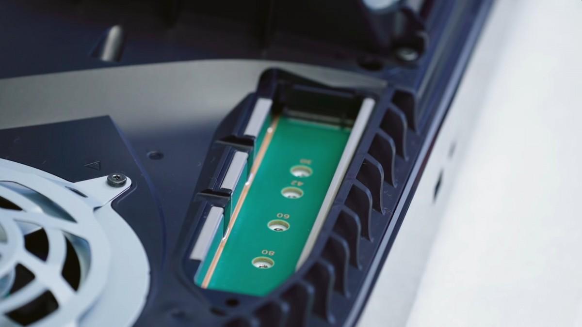 Le démontage de la PlayStation 5 de Sony révèle un dissipateur thermique massif, du métal liquide