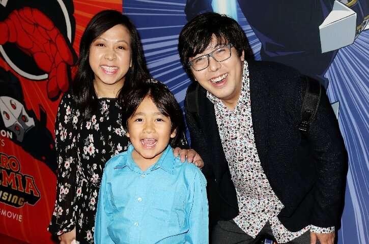 Ryan Kaji, photographié ici avec ses parents assistant à une première de film, était le créateur le mieux payé de YouTube en 2019.