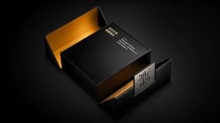Le Samsung W21 5G est livré dans une boîte élégante