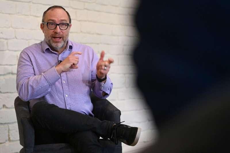 Le fondateur de Wikipedia, Jimmy Wales, reconnaît qu'il craignait que quelqu'un ne le batte pour créer une encyclope collaborative en ligne gratuite