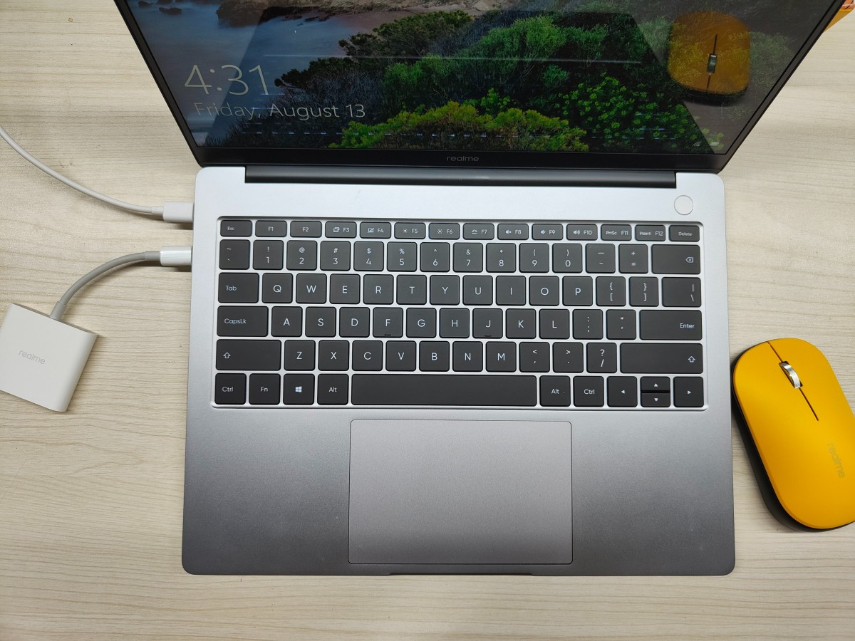 La souris et le hub USB de Realme posent pour l'appareil photo, pourraient être lancés le 18 août