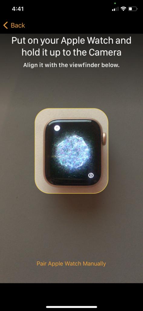 paire Apple Watch tenez-la à l'appareil photo 2